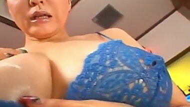 Yuuki Tsukamoto amazed with her milf pus - More at hotajp.co